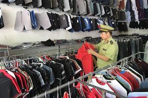 Lạng Sơn: Tạm giữ hàng chục sản phẩm có dấu hiệu giả mạo nhãn hiệu NIKE và Adidas
