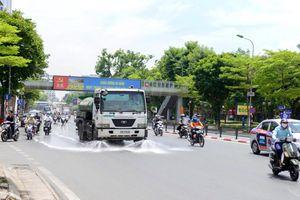 'Rửa đường' góp phần giảm ô nhiễm và nắng nóng
