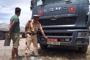 Thanh Hóa: Bắt giữ xe tải đeo biển giả quân đội để chở hàng vượt tải trọng