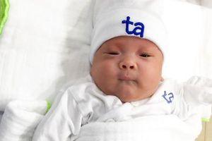 Bé sinh non 24 tuần 5 ngày, nặng 550 gram được nuôi sống và xuất viện khỏe mạnh