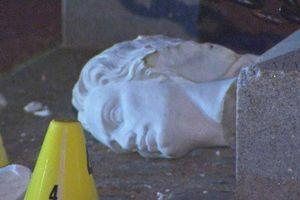 Tượng Christopher Columbus tại Boston bị cụt đầu
