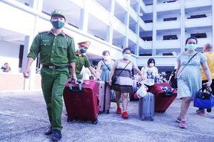 Hàng trăm bà bầu về từ Đài Loan hoàn thành cách ly tại Quảng Nam
