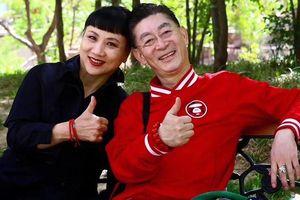 Vợ chồng Lục Tiểu Linh Đồng kỷ niệm 32 năm kết hôn