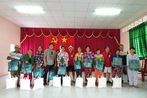 Hội Can Tho Motobike tặng 150 phần quà cho bà con xã Thạnh Quới