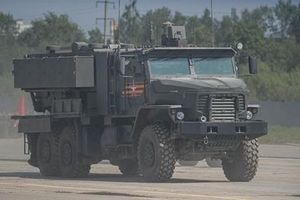 Hệ thống phun lửa hạng nặng TOS-2 chính thức ra mắt