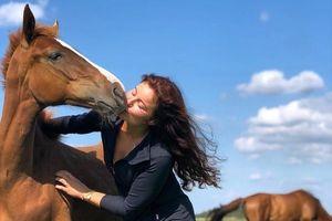 Ái nữ nhà tỷ phú Na Uy đam mê đua ngựa, cha chi tiền tỷ cho sở thích của con
