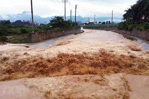 Một người chết, hàng trăm nhà dân hư hỏng do mưa lũ