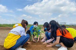 Sinh viên HUTECH hăng hái tham gia công trình 'Vườn sinh học HIAS'
