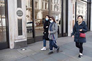Lượng khách mua sắm ở Anh giảm hơn 80% trong tháng Năm