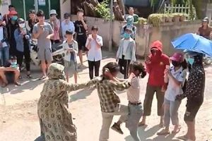Nữ sinh Tuyên Quang ẩu đả, nhiều người đứng cổ vũ