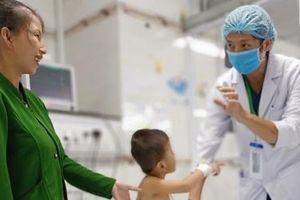 Cứu sống bé trai 4 tuổi nhờ 'báo động đỏ' liên viện