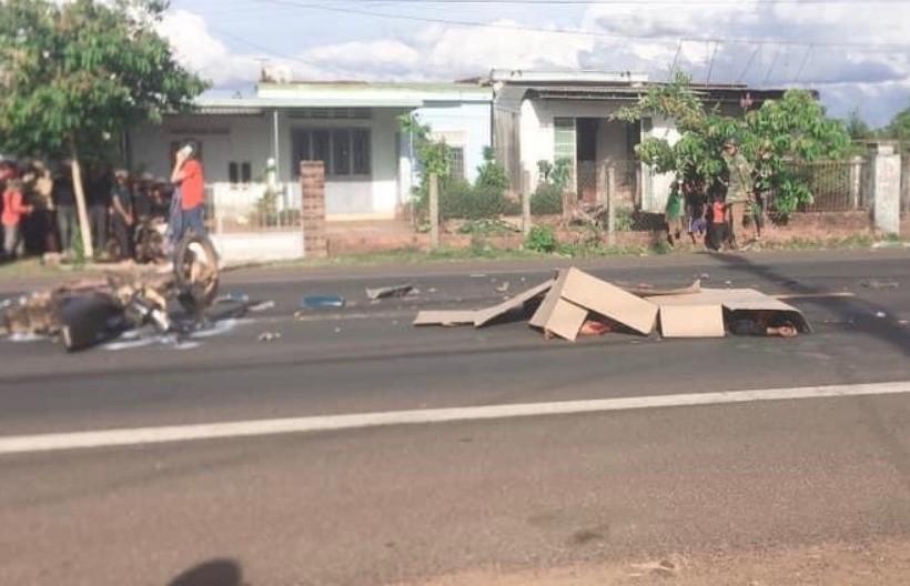 Xe máy đấu đầu xe tải, 2 người thương vong tại Gia Lai