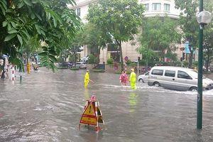 Hà Nội còn 12 điểm úng ngập trên các tuyến phố chính