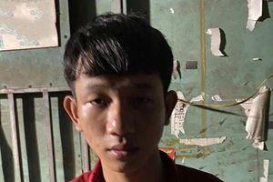 Bênh cha, con trai 19 tuổi vướng lao lý