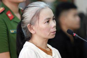 Phúc thẩm vụ sát hại nữ sinh giao gà: Bùi Thị Kim Thu đấm Lường Văn Lả tại tòa