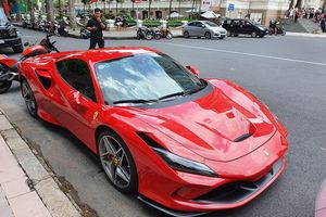 Cận cảnh Ferrari F8 Tributo đầu tiên trên phố Sài Gòn