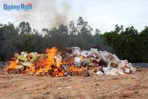 Tiêu hủy hàng nghìn sản phẩm không rõ nguồn gốc, trị giá gần 1,1 tỷ đồng