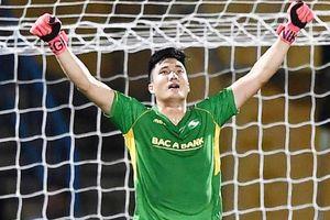 Cựu thủ thành U23 Việt Nam tỏa sáng giúp SLNA kéo sập Hàng Đẫy: Nhan sắc vẫn là cực phẩm, trên sân thì tiến bộ 'thần tốc'