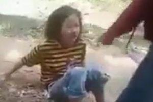 Nữ sinh bị đánh hội đồng, tung clip lên mạng