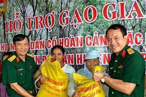 Binh đoàn 15 hỗ trợ hơn 15 tấn gạo cho người dân trên địa bàn huyện biên giới Chư Prông