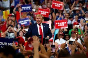 Hàng trăm y tá và bác sĩ kêu gọi hủy cuộc vận động tranh cử của Trump