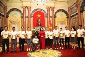 Phó chủ tịch nước Đặng Thị Ngọc Thịnh gặp mặt các gia đình trẻ tiêu biểu