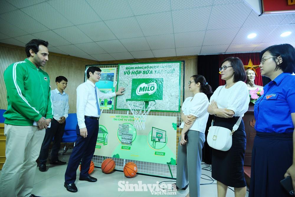 Hàng ngàn phần quà hỗ trợ sinh viên tham gia 'Tiếp sức mùa thi'