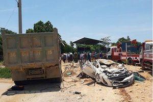 Khởi tố, bắt tạm giam tài xế xe tải lật đè chết 3 người ở Thanh Hóa