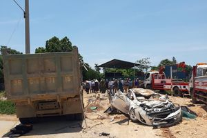 Khởi tố tài xế xe tải đè bẹp xe con khiến 3 người chết ở Thanh Hóa