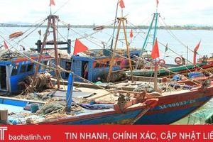 Biên phòng Hà Tĩnh liên tục truy kích tàu giã cào khai thác trái phép trên biển