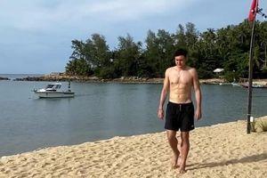 Sau khi lộ hình mất bụng 6 múi, Đặng Văn Lâm đăng hình cơ bắp