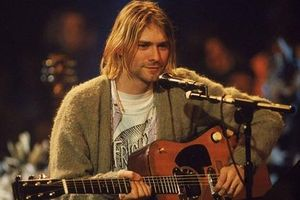 Cây guitar của huyền thoại Kurt Cobain được bán với giá 6 triệu USD