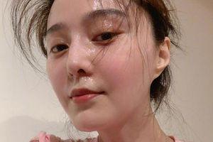 Xứng danh bà chủ thương hiệu mỹ phẩm, Phạm Băng Băng khoe làn da không tì vết dù mướt mát mồ hôi vì tập luyện