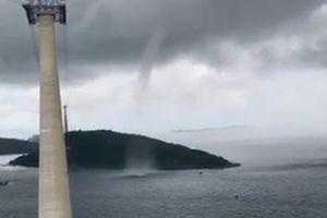 CLIP: Vòi rồng xuất hiện gần cáp treo ở Phú Quốc