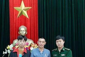 Trung úy Đỗ Văn Chiến trả lại tài sản cho người đánh rơi