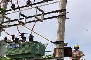 Xí nghiệp Dịch vụ điện lực Vĩnh Phúc đồng hành cùng PC Vĩnh phúc đảm bảo cấp điện an toàn, ổn định mùa nắng nóng.