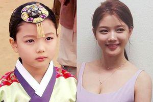 Vẻ ngoài quyến rũ ở tuổi 21 của 'em gái quốc dân' Hàn Quốc