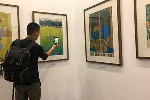 Khai mạc triển lãm tranh cổ động và ra mắt sách 'Khát vọng hòa bình'