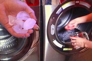 Bỏ vài viên đá lạnh vào giặt quần áo bạn sẽ thấy kết quả vô cùng bất ngờ