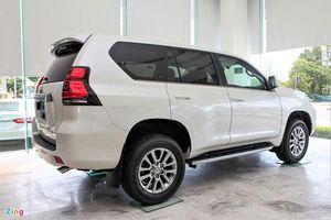 Cận cảnh Toyota Land Cruiser Prado 2020 giá 2,379 tỷ đồng tại Việt Nam