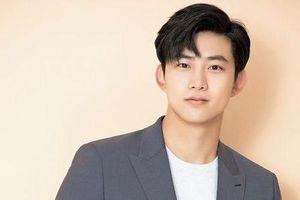 Ok Taecyeon (2PM) thừa nhận đang hẹn hò với một cô gái xinh đẹp