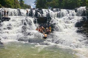 Rủ nhau tắm thác, 2 chị em ruột chết đuối thương tâm ở Lào Cai