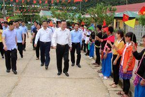 Phó Chủ tịch Quốc hội Phùng Quốc Hiển tiếp xúc cử tri tại xã Tà Tổng