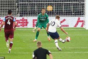 Tottenham chật vật vượt qua West Ham nhờ pha phản lưới nhà của hậu vệ Tomas Soucek