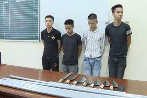 Chân dung nhóm trai trẻ dùng dao bầu khống chế, ép nhân viên nữ phục vụ quán karaoke