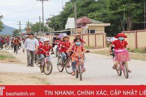 Tránh nắng cho trò, nhiều trường học ở Hà Tĩnh gắng hoàn thành chương trình trước 30/6