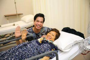 Mẹ Ngọc Sơn một mình từ Mỹ về Việt Nam điều trị khối u