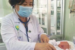 Sản phụ ở miền Tây đẻ rơi con thứ 3 tại nhà do ít đi khám thai