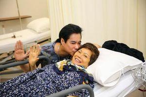 Mẹ Ngọc Sơn về Việt Nam sau khi sức khỏe suy kiệt tại Mỹ