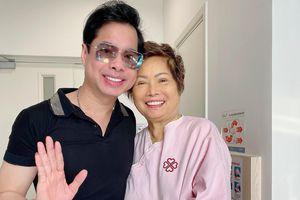 Ca sĩ Ngọc Sơn mừng rỡ khi mẹ về Việt Nam an toàn